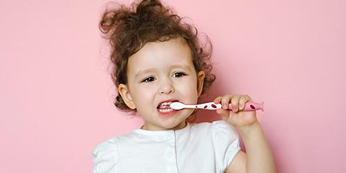 niña-cepillando-dientes-blog-clinica-soria