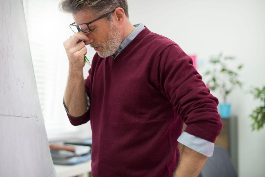 Clínica Dental Sorias - Blog - La posible relación entre el dolor de cabeza y el dolor de muelas - Dolor de cabeza focalizado